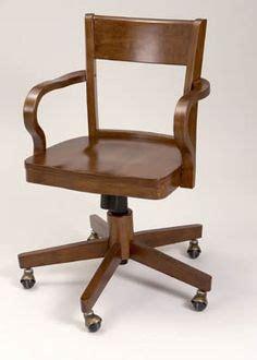 escritorios en target silla de escritorio threshold avington de madera con