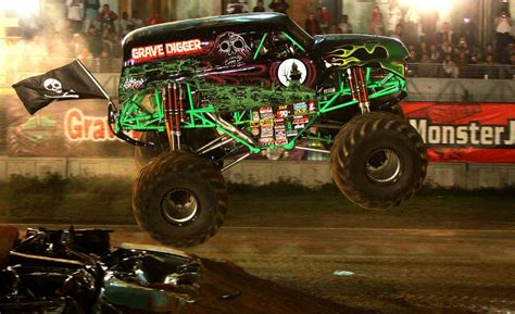 pics of grave digger truck car and driver