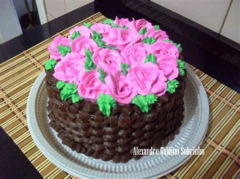 como decorar bolo efeito cesta t 201 lo bolos confeitaria artesanal bolo cesto de rosas