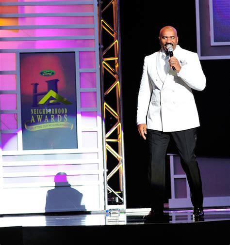 steve harvey walks atlanta radio host down the aisle 2014 ford neighborhood awards hosted by steve harvey