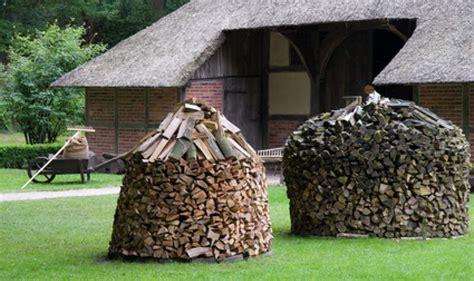 gestell f r brennholz brennholz lagern brennholz lagern brennholz lagern