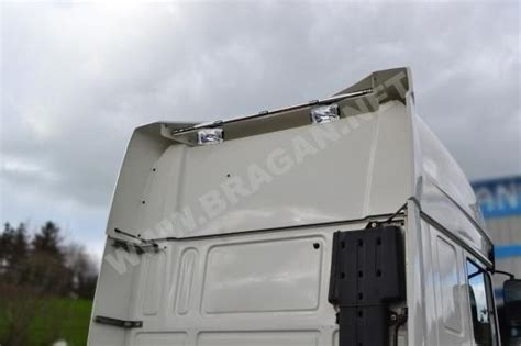 fit daf xf   truck space cab rear roof light top bar rugby spots leds bragan