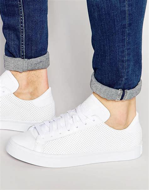 adidas originals court vantage trainers   white