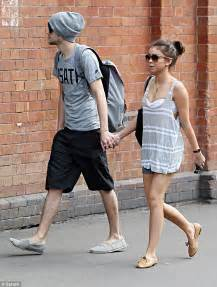 1 Year Old Bedroom Sarah Hyland Wears Casual In Stroll With Boyfriend