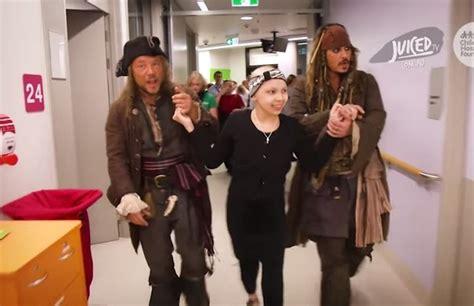 Johnny Depps Hospitalized by Ego Johnny Depp Visita Hospital Infantil Na Austr 225 Lia