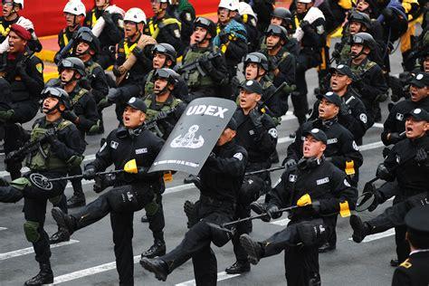imagenes luto policia nacional polic 237 a nacional del per 250 im 225 genes im 225 genes taringa