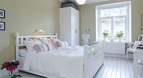 decorar dormitorio matrimonio en blanco dormitorios de matrimonio peque 241 os en blanco hoy lowcost