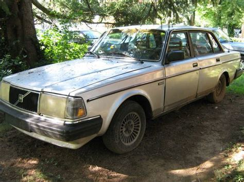 sell   silver volvo sedan good condition strong  reliable car  louisville