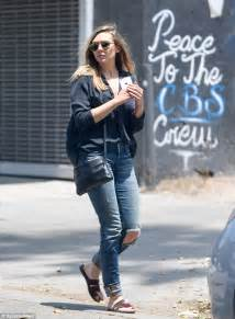 Olsens Looking For A New Look by Elizabeth Shows Relaxed Style As She Goes Makeup