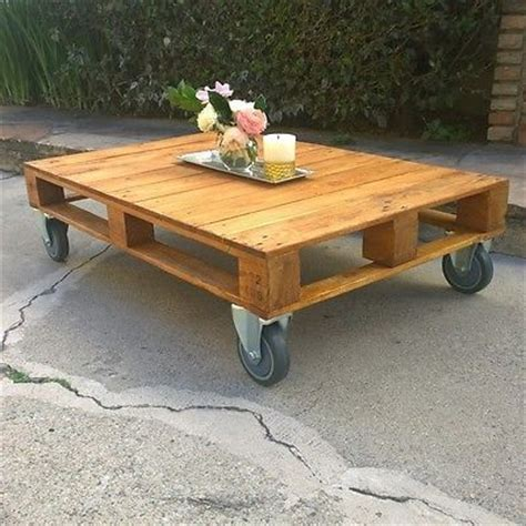 wilsons and pugs pallet coffee table love this pallet coffee table the casters are perfect
