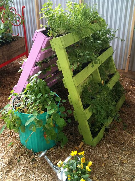 Recycling Garden Ideas Recycled Garden Shedreamsingreen