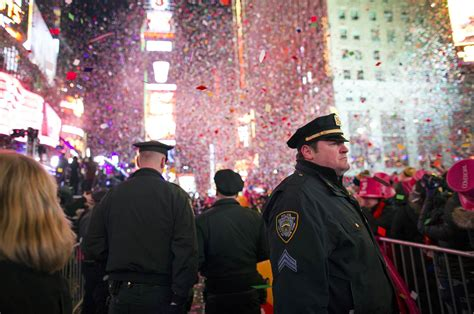 new year nyc 2015 heavily armed anti terror to guard times square on