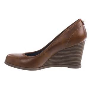 Doormats And More Dr Scholl S Penelope Wedge Shoes For Women Save 58