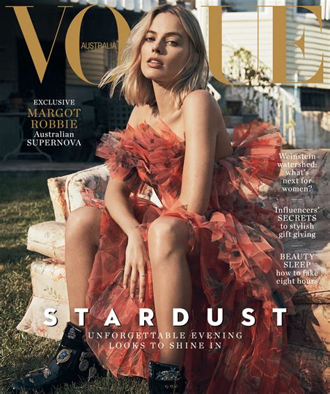 I This On In Style Magazines Site What Is In Your Bag by Margot Robbie Covers The December Issue Of Vogue Australia