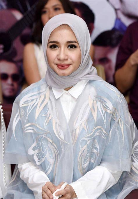 Chintya 3 Blouse Bordir beautifulnara on quot pelakon indonesia laudya cynthia kini sedang rapat dengan engku