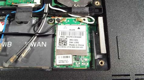 how to replace the wireless card in the dell inspiron 1525 laptop