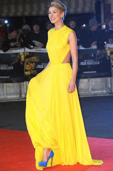 what color shoes with yellow dress yellow dress blue shoes fashion icons