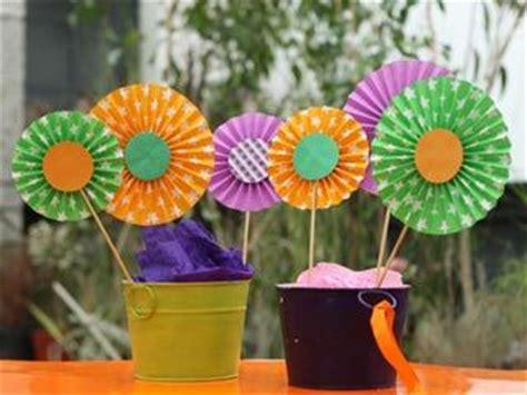 ideas de manualidades y centros de mesa con gomitas dulces cositasconmesh manualidades y artesan 237 as centro de mesa de cartulina utilisima ideas para decorar