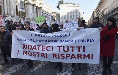 Banca Etruria Pescara by Banca Etruria Comitato Pizzoli In Protesta Trattateci