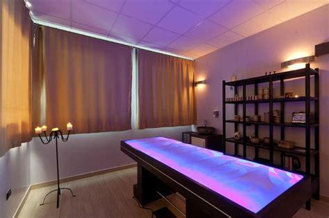 cabina gelish cabina emotional suite con lettino ad acqua foto di