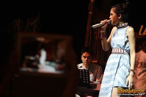 maudy ayunda kembali dipercaya bawakan soundtrack film maudy ayunda janji tak tinggalkan akting dan nyanyi