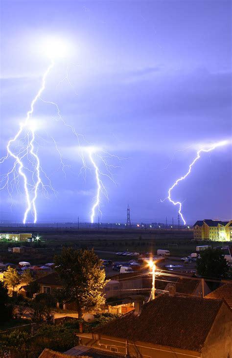 La Lighting by Lightning