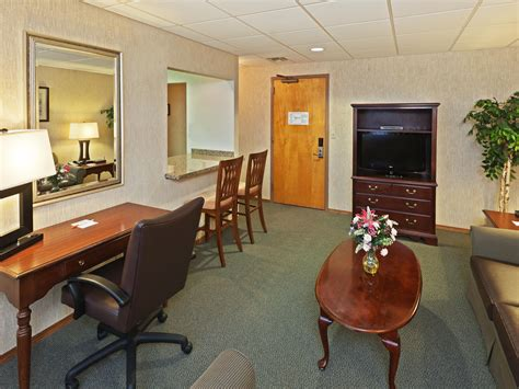 rooms  rates  ihg army hotels allinaultman hall  ft sill