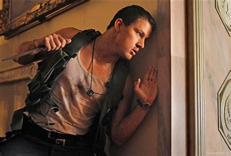 white house down 2 channing tatum protects jamie foxx in first official stills from white house down