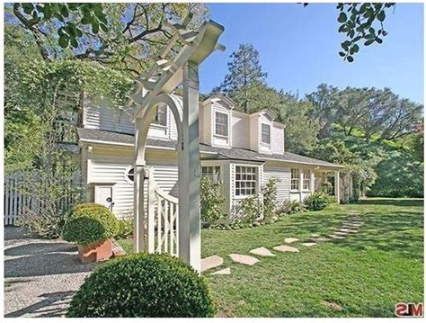 taylor swift buys house taylor swift new house photos