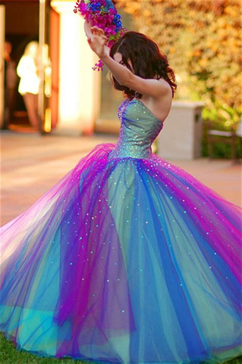 Prom dresses dedicated to fashion