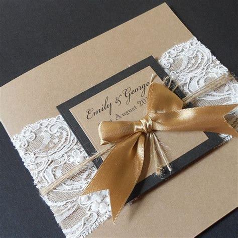 hochzeitseinladungen spitze kaufen jute einladungskarten hochzeit mit golden schleife jute