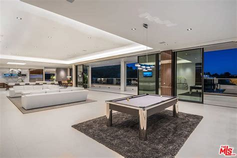 wow awesome sq ft los angeles mansion rooftop pool