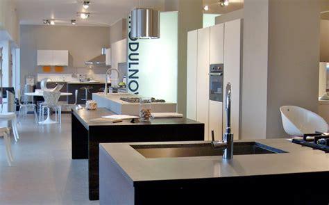 showroom cucine showroom cucine cucine moderne con isola e