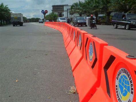 Pembatas Jalan pembatas jalan fiberglass road barriers
