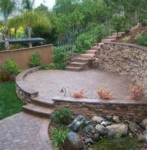 Retaining Wall On Sloped Backyard by 1000 Ideas About Sloped Backyard Landscaping On