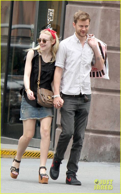 star tracks thursday may 15 2014 boyfriend jeans star track dakota fanning and casual jeans on pinterest