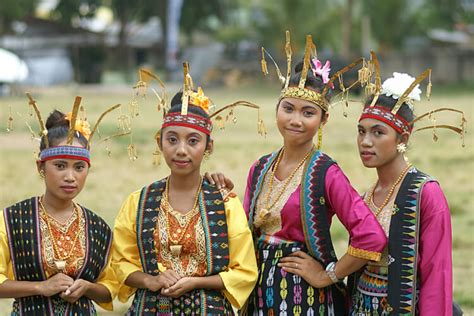 Nama Baju Adat Suku Sunda 34 pakaian adat beserta nama dan asal provinsinya di indonesia