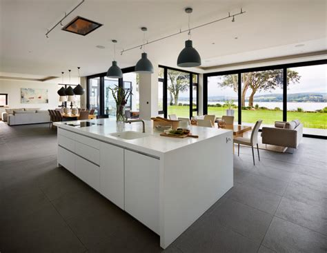 Contemporary New Build with Estuary Views Contemporary Kitchen Devon by SAPPHIRE SPACES