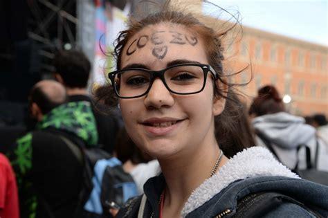 coez ali sporche testo roma voci e volti dalla piazza ecco come cambia il