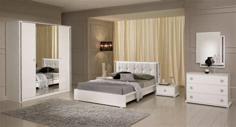 le pour chambre à coucher miroir tess chambre a coucher blanc brillant