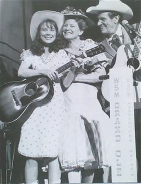 beverly d angelo coal miner s daughter youtube sissy spacek as loretta lynn and beverly d angelo as patsy