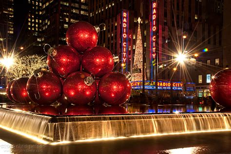 photos of christmas in new york by chris petsos