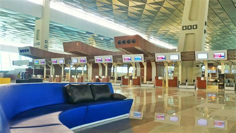 cara naik pesawat soekarno hatta pertama kali naik pesawat ke luar negeri simak 10 tips