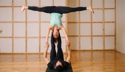 imagenes de yoga de tres personas acroyoga posturas dif 237 ciles sportlife