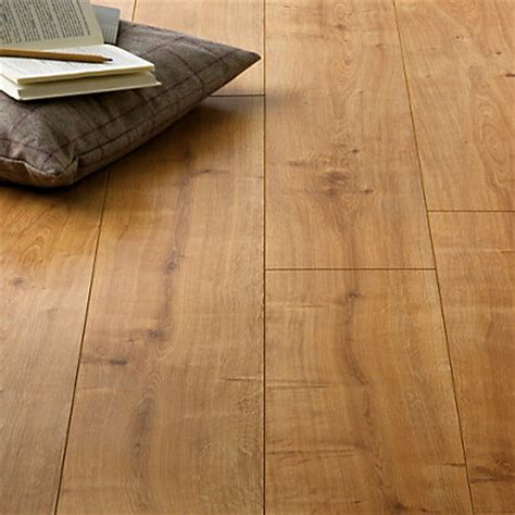 Hygena Palomino Oak Laminate Flooring   1.48sq m per pack