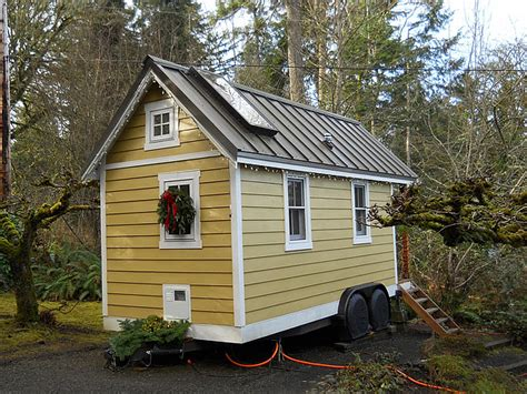 decorating small houses decorating your tiny house for the holidays