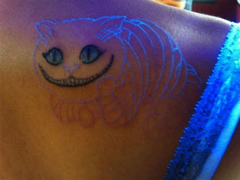 Cheshire Cat Tattoo Glow In The Dark | tatuajes que brillan en las oscuridad el misterioso