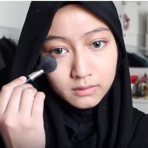 tutorial makeup wajah bulat cara make up natural berjilbab simple untuk wajah bulat