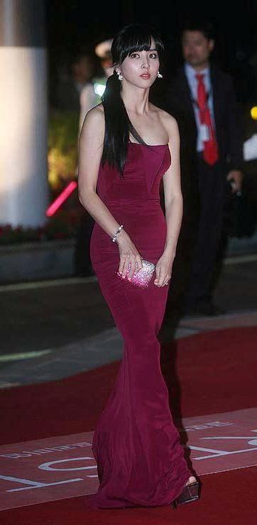 korean actress gown korean actress han hye jin wearing a burgundy strapless