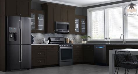 black kitchen cabinets with stainless steel appliances these samsung black stainless steel appliances look beautiful in my kitchen get inspired